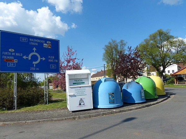 Kontejnery na třídění odpadu vDraženově.