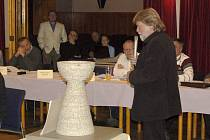 VÁCLAV FIALA představuje návrh památníku husitské bitvy na Baldově.