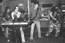 Dark Angels, tak si říká kapela, která dokázala udělat s fanoušků divoká zvířata. Oproti prvnímu cédéčku, je nové, které se bude v brzké době křtít v klubu Fontána, dravější a plné energie