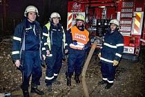 Z dvoudenního výcviku hasičů dodávky vody v Loučimi.