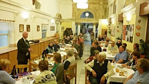 Členové Spolku rodáků a přátel Chodska a Pošumaví se sešli k výročnímu bilancování své činnosti v Praze.