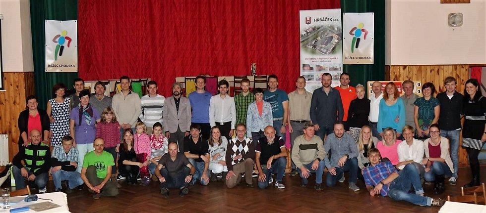 Společný snímek účastníků slavnostního vyhlášení Běžce Chodska 2017.