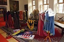 Výstava kostýmů z filmů o Karlu IV. v Horšovském Týně.