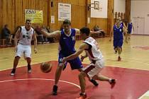Basketbalisté  (na archivním snímku v modrém) v derniéře základní části neměli se soupeři ze severu Čech slitování.