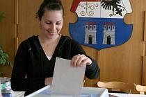Takhle to vypadalo ve volební místnosti v Horšovském Týně.
