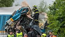 U obce Milavče mezi Domažlicemi a Blížejovem se ve středu ráno srazily dva vlaky. Tři lidé nehodu nepřežili.