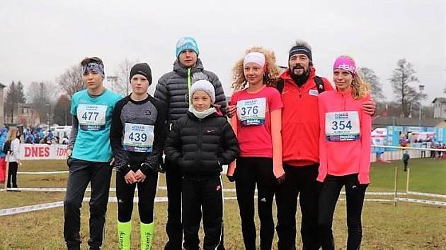 Mladší žáci Mílařů Domažlice s trenéry na Mistrovství České republiky v přespolním běhu.