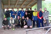 Vítězné týmy pouťového turnaje v nohejbalu trojic v Horní Kamenici.