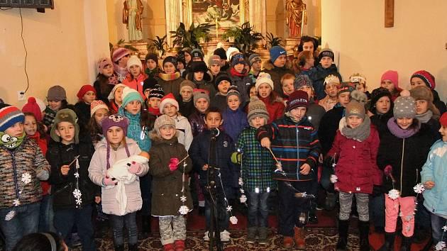 Koutské děti potěšily koledami v kostele