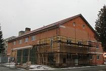 Hasičská zbrojnice je mnohem větší než původní budova. Foceno na začátku února 2019.