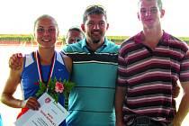 Na snímku jsou Aneta Tochorová s Davidem Sekerákem a Martinem Svatošem.
