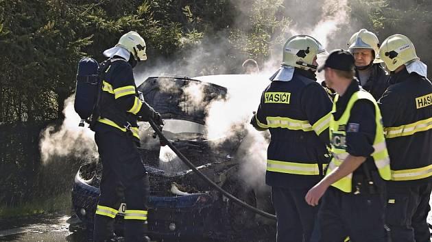 Požár auta v Loučimi.