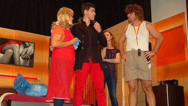Premiéra nové divadelní hry Sauna v podání kolovečských ochotníků