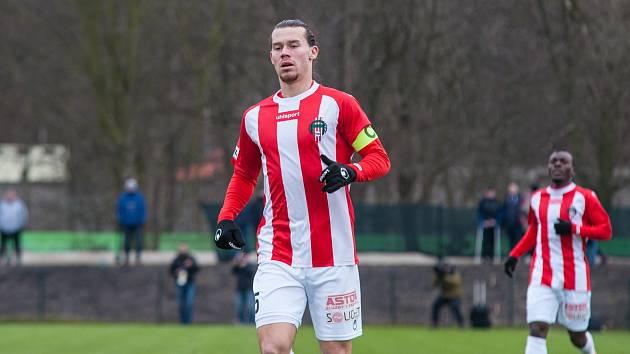 Fotbalista David Bezdička při nedávném přípravném zápase Žižkova v Plzni.