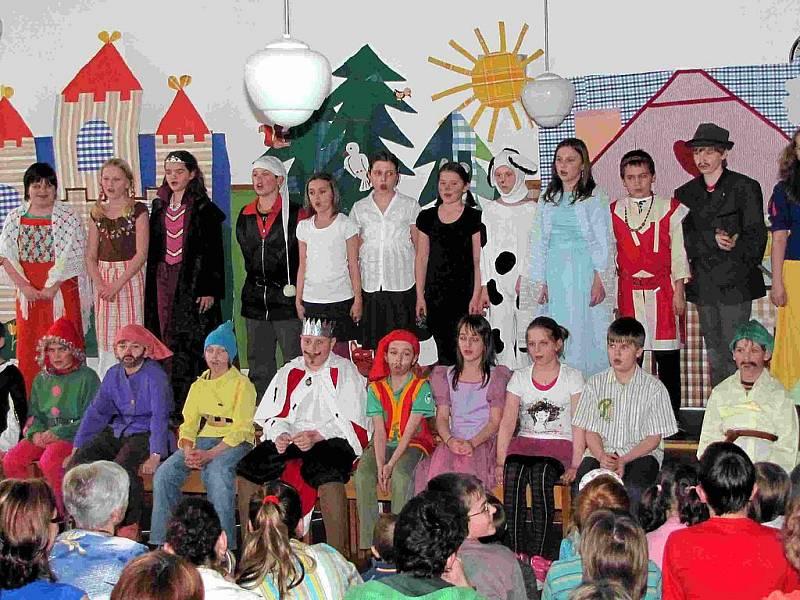 Postřekovská škola žije divadlem