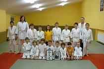 AIKIDO V DOMAŽLICÍCH. V oddílu aikida TJ Jiskra Domažlice se v současnosti tomuto bojovému umění učí dvacet dětí.