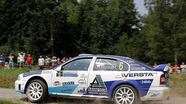 Jan Štěpánek s Markem Omelkou s výtečně připravenou Škodou Octavia WRC meclovského Profiko rally teamu.