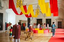 Erbovní sál zámku se oblékl do cirkusových barev.