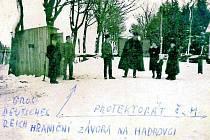 Hraniční závora na Hadrovci.