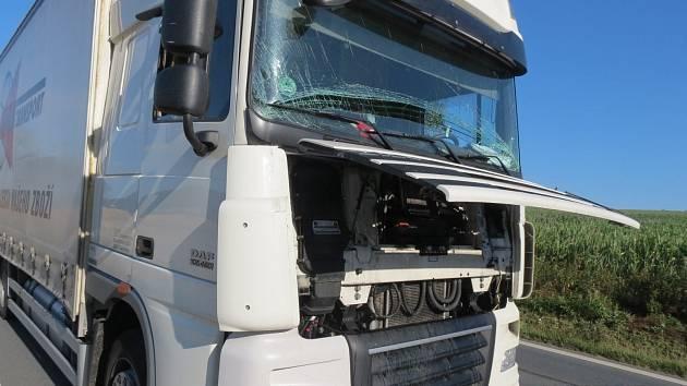 Z dopravních nehod na silnici I/26 u Křenov.