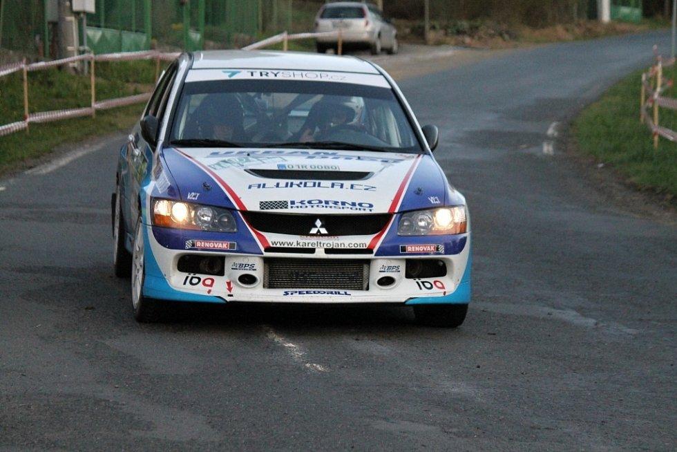 Cíl jedné rychlostní zkoušky byl opět na Hájovně u Kdyně. A vozy WRC přilákaly mnohem víc diváků než v předešlých letech. Auta diváků stála až do staré Kdyně.