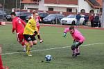 Sokol Mrákov (v červeném) - Jiskra Domažlice B (ve žlutém) 0:1.