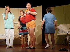 Divadelní představení hry Urologie uchvátilo domažlické publikum