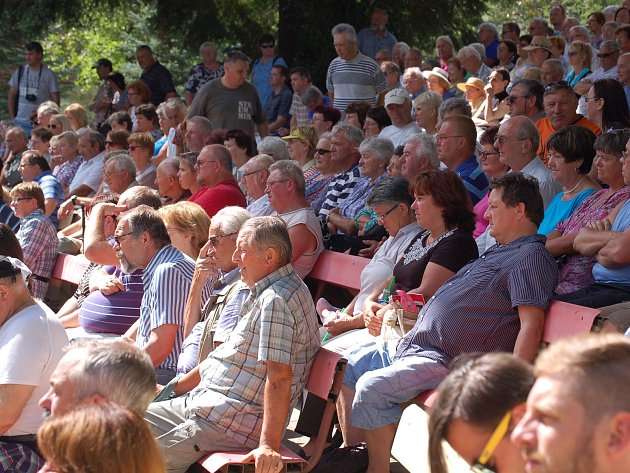 Každoročně na Chodské slavnosti přijede na 80 tisíc návštěvníků.