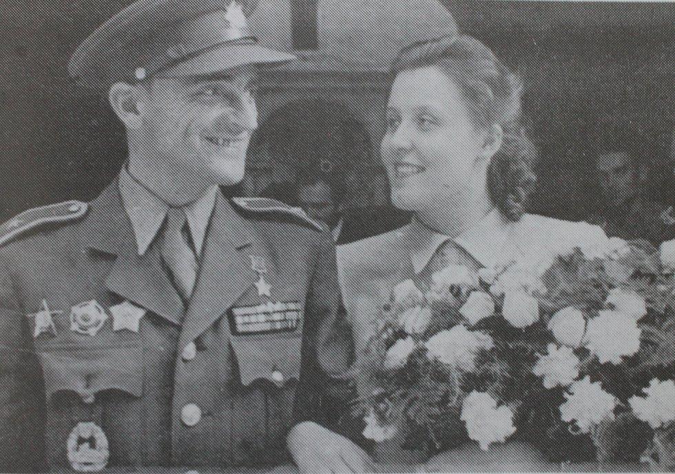 Josef Buršík se v roce 1947 oženil s Naděždou Havrlantovou.