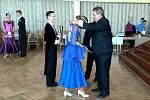 HOLÝŠOVSKÝ SÁL ožil sedmdesáti tanečními páry, které předvedly krásné taneční kreace.