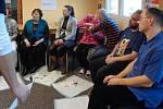 Zdravotníci se učili, jak přistupovat k pacientům s vadami zraku.