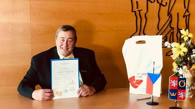 Peter Freestone po získání občanství.