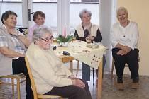 Děti z Dětského domova Staňkov přijely za obyvateli domažlického seniorského penzionu.