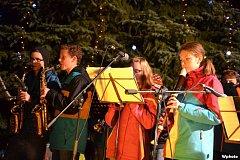 Z rozsvěcení vánočního stromu v Kolovči.