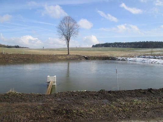 PO ÚPRAVĚ. Vodní plocha nyní, v březnu 2016.