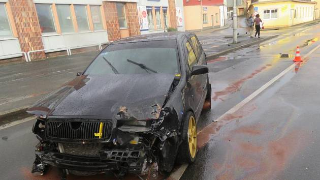 Škoda na voze je vyčíslena na 60 tisíc korun, ostatní škoda vyšla na 28 tisíc korun.