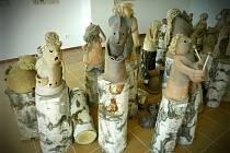FIGURKY ZE ŠAMOTOVÉ HLÍNY jsou součástí nové výstavy ve Všerubech.