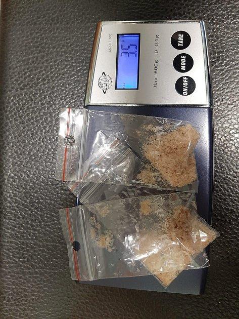 Kriminalisté dopadli osmatřicetiletého dealera drog, který prodával pervitin a marihuanu vBělé nad Radbuzou.