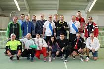PRVNÍ TURNAJ DOTIKO TENIS TOUR 2017. Společný snímek českých a německých účastníků prvního turnaje ve čtyřhře nového ročníku Dotiko Tenis Tour.