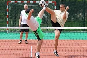 Nohejbalový turnaj trojic v Rybníku.