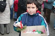 Svícny prodával Šimon Prokop z holýšovské základní školy.