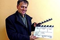 LUDĚK HRUŠKA zapózoval s filmovou klapkou pro připravovaný dokument o událostech roku 1945 v Otově.