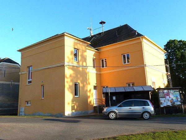 Obecní budova vDraženově mění vzhled.