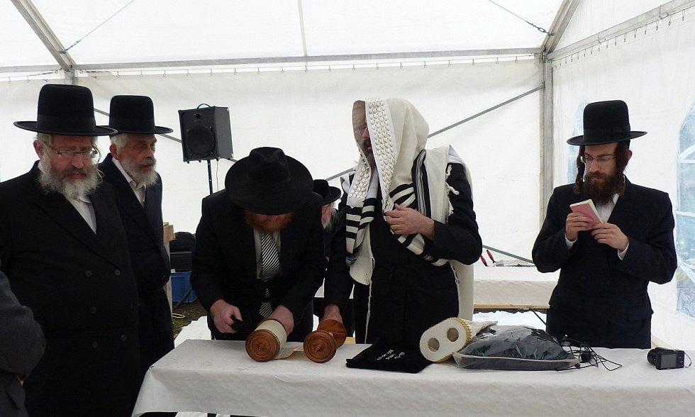 Ze slavnosti u příležitosti ´položení´ základního kamene nové synagogy v Poběžovicích.
