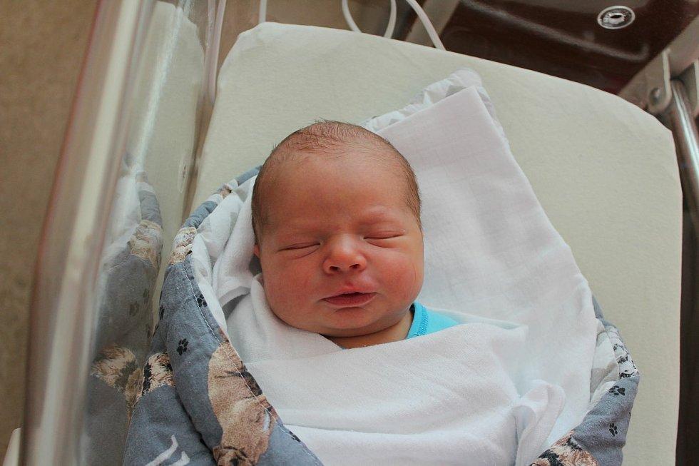 Dominik Váňa (3610 g, 50 cm) se narodil 14. června v 11:53 vplzeňské FN na Lochotíně. Rodiče Jana a Miroslav z Boru u Tachova přivítali očekávaného syna společně. Doma se na brášku těšil Daniel (5,5).