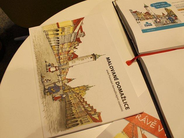 Výstava omalovánek s názvem Malované Domažlice je k vidění do konce listopadu ve vestibulu banky ČSOB na náměstí v Domažlicích.