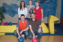 Účastníci Domažlické bowlingové ligy.
