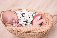 1) Vašík Kubaň se narodil v domažlické porodnici 14. prosince 2018 v 15:54 hodin, měřil 48 centimetrů a vážil 3010 gramů. Rodiče se jmenují Václav a Andrea Kubaňovi a jméno pro svého syna vybírali společně, věděli totiž předem, že se jim narodí chlapeček.
