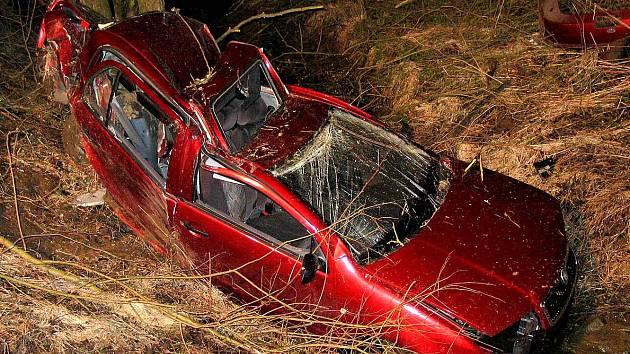 Z místa dopravní nehody 19letého mladíka.