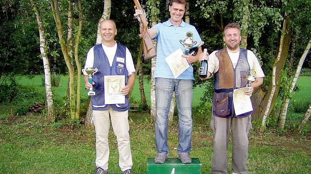 Zleva druhý Jindřich Paroubek ( OMS České Budějovice), vítěz Jaromír Zapletal (OMS Zlín ) a třetí  člen OMS Domažlice a MS Chodská Lhota Jindřich Vostárek.